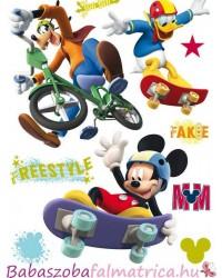 Mickey, Donald, Goffy gördeszkázik falmatrica